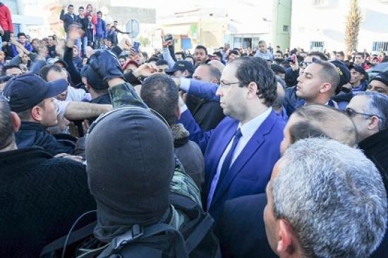 رئيس الحكومة يستمع الى مشاغل المواطنين بالبطان بولاية منوبة