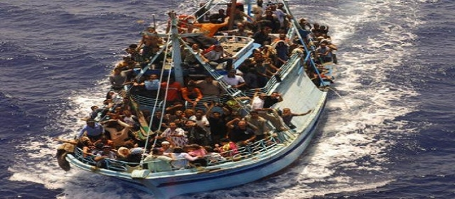 تونيسيون يحريقون مركز ايواء للمهاجرين بايطاليا