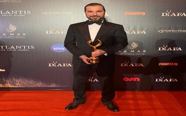 بطل قيامة أرطغرل يحصل على جائزة أفضل ممثل عالمي