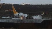 إسطنبول : طائرة تنقسم إلى ثلاث أجزاء إثر خروجها عن مدرج المطار