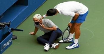 بسبب توجيهه كرة باتجاه حكمة الخط يتم استبعاد المصنف أول عالميا جوكوفيتش من بطولة الولايات المتحدة المفتوحة للتنس
