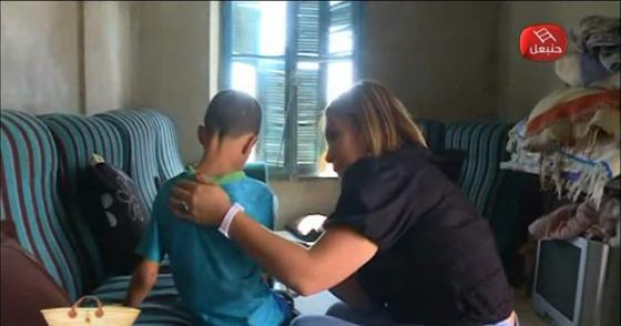 دموع طفل مقهور من بوه ( هرب و خلاهم ستة صغار ...) لحظات مؤثرة جداً أبكت مريم مقدمة برنامج القفة